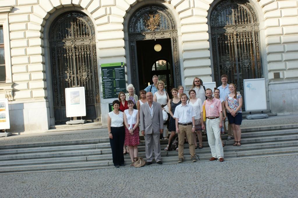 Gruppenfoto vor dem Stadtspaziergang